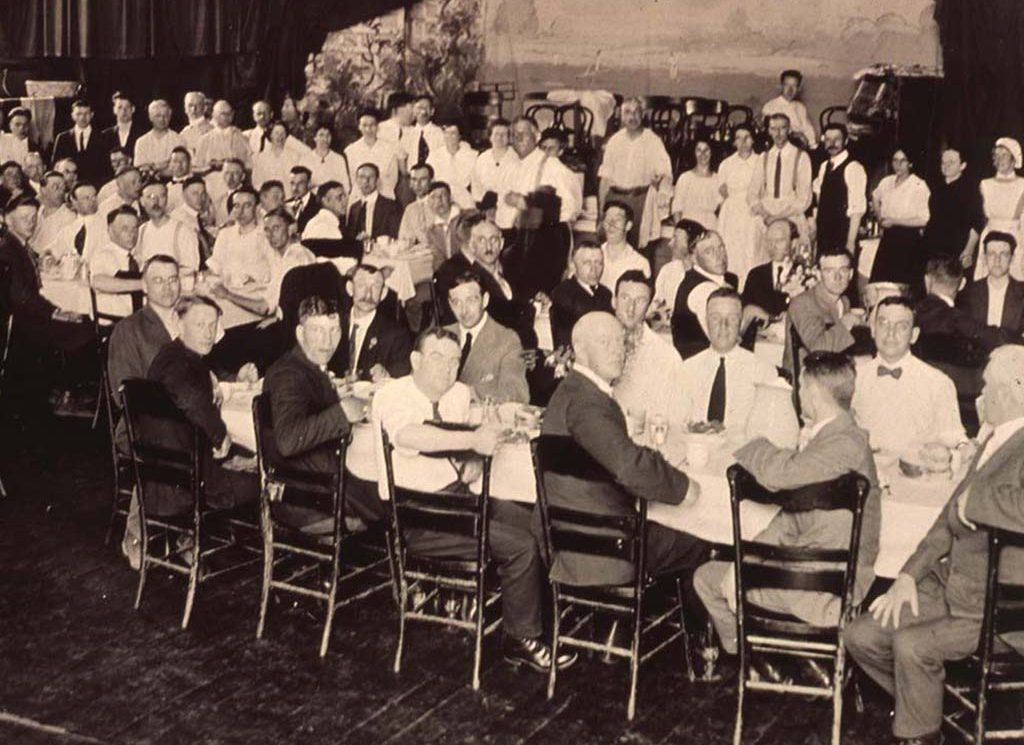Photo of members of citizens' committee at a banquet held after the Winnipeg General Strike. Source: University of Winnipeg Archives